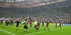 PARIS, FRANCE - WEDNESDAY, MAY 17th, 2006: FC Barcelona's players celebrate after winning the European Cup, beating Arsenal 2-1 during the UEFA Champions League Final at the Stade de France. (Pic by David Rawcliffe/Propaganda)