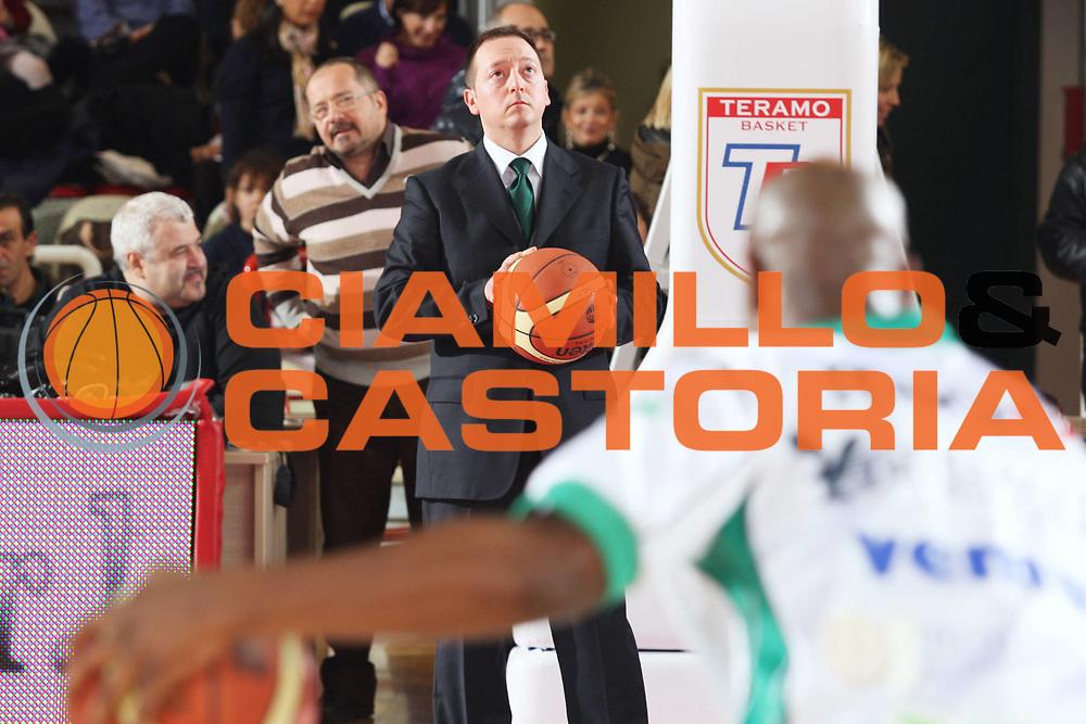 DESCRIZIONE : Teramo Lega A 2009-10 Banca Tercas Teramo Air Avellino<br /> GIOCATORE : Gianluca De Gennaro<br /> SQUADRA : Air Avellino<br /> EVENTO : Campionato Lega A 2009-2010<br /> GARA : Banca Tercas Teramo Air Avellino<br /> DATA : 06/12/2009<br /> CATEGORIA : Ritratto<br /> SPORT : Pallacanestro<br /> AUTORE : Agenzia Ciamillo-Castoria/G.Ciamillo<br /> Galleria : Lega Basket A 2009-2010 <br /> Fotonotizia : Teramo Campionato Italiano Lega A 2009-2010 Banca Tercas Teramo Air Avellino<br /> Predefinita :