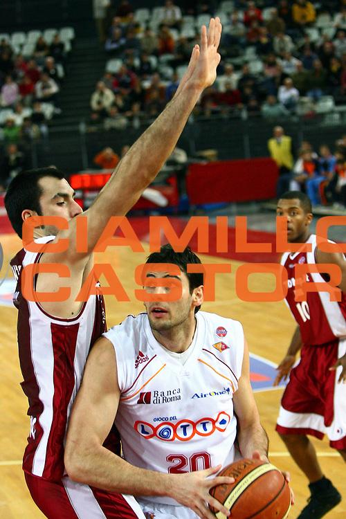 DESCRIZIONE : Roma Lega A1 2006-07 Lottomatica Virtus Roma TDshop Livorno<br />GIOCATORE : Askrabic<br />SQUADRA : Lottomatica Virtus Roma<br />EVENTO : Campionato Lega A1 2006-2007<br />GARA : Lottomatica Virtus Roma TDshop Livorno<br />DATA : 25/02/2007<br />CATEGORIA :<br />SPORT : Pallacanestro<br />AUTORE : Agenzia Ciamillo-Castoria/E.Castoria
