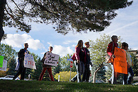 Protestors march outside the Jefferson County school board meeting in Golden, Colorado October 2, 2014 at a protest against proposed changes to a history curriculum that would stress patriotism and discourage civil disobedience. The question of how U.S. teens learn history in public schools is the latest flash point in a liberal-conservative fight over national curricula that had previously focused on more scientific topics such as teaching creationism versus evolution.  REUTERS/Rick Wilking (UNITED STATES)