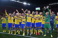 FUSSBALL: UEFA  U21-EUROPAMEISTERSCHAFT  2015  FINALE Schweden - Portugal     30.06.2015  Schweden ist Europameister und bejubeln den Sieg mit dem Pokal, gehalten von Torwart Patrik Carlgren