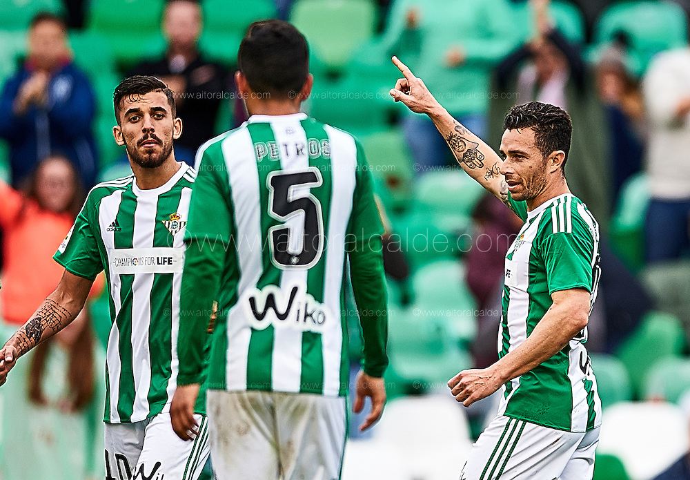 SEVILLE, SPAIN - DECEMBER 04:  Ruben Castro of Real Betis Balompie celebrates after scoring during La Liga match between Real Betis Balompie an RC Celta de Vigo at Benito Villamarin Stadium on December 4, 2016 in Seville, Spain.  (Photo by Aitor Alcalde Colomer/Getty Images)