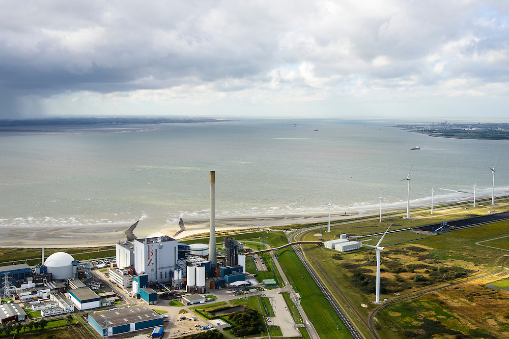 Nederland, Zeeland, Borssele, 23-10-2013;<br /> Kerncentrale Borssele in Zuid-Beveland aan de Westerschelde, Zeeuws Vlaanderen aan de horizon links.<br /> Borssele nuclear power station in South Beveland on shore of the Westerschelde.<br /> luchtfoto (toeslag op standaard tarieven);<br /> aerial photo (additional fee required);<br /> copyright foto/photo Siebe Swart.