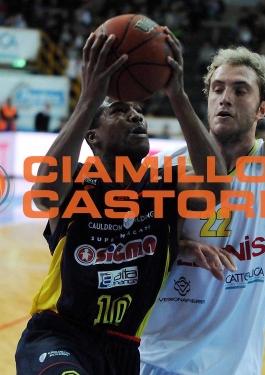 DESCRIZIONE : Verona Campionato Lega Basket A2 2011-12 Tezenis Verona Sigma Barcellona<br /> GIOCATORE : Michael Green <br /> SQUADRA : Sigma Barcellona<br /> EVENTO : Campionato Lega Basket A2 2011-2012<br /> GARA : Tezenis Verona Sigma Barcellona<br /> DATA : 13/11/2011<br /> CATEGORIA : Penetrazione Tiro<br /> SPORT : Pallacanestro <br /> AUTORE : Agenzia Ciamillo-Castoria/L.Lussoso<br /> Galleria : Lega Basket A2 2011-2012 <br /> Fotonotizia : Verona Campionato Lega Basket A2 2011-12 Tezenis Verona Sigma Barcellona<br /> Predefinita :