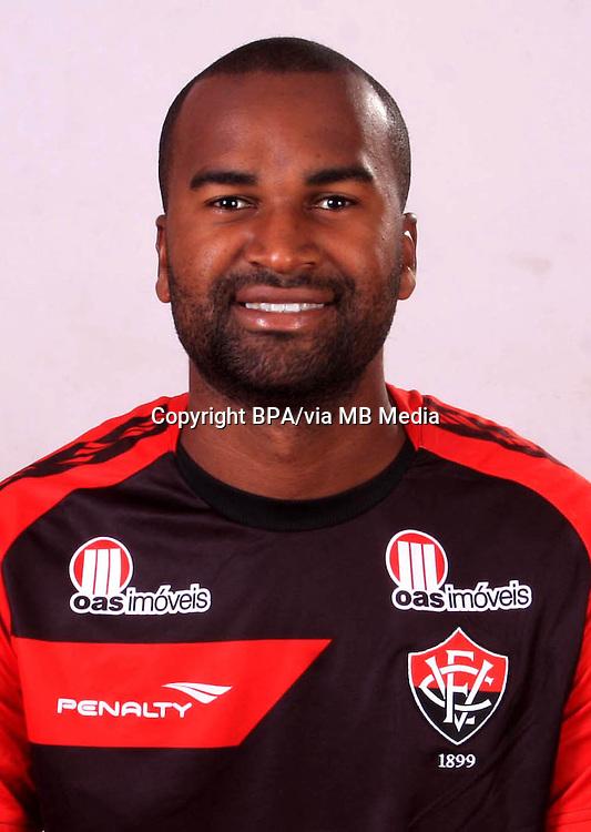 Reniê Almeida da Silva     ( Esporte Clube Vitória )
