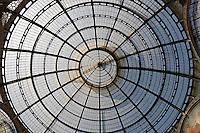 Indoor shopping street in Milan: Galleria Vittorio Emanuele II..- ..Innendørs handlegate i Milano: Galleria Vittorio Emanuele II........
