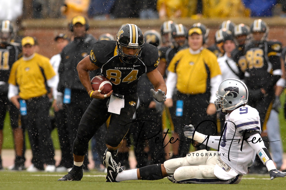 University of Missouri wide receiver Tommy Saunders (84) rushes up field against pressure from Kansas State safety Kyle Williams (9) at Faurot Field in Columbia, Missouri, October 21, 2006.  Missouri defeated K-State 41-21.<br />