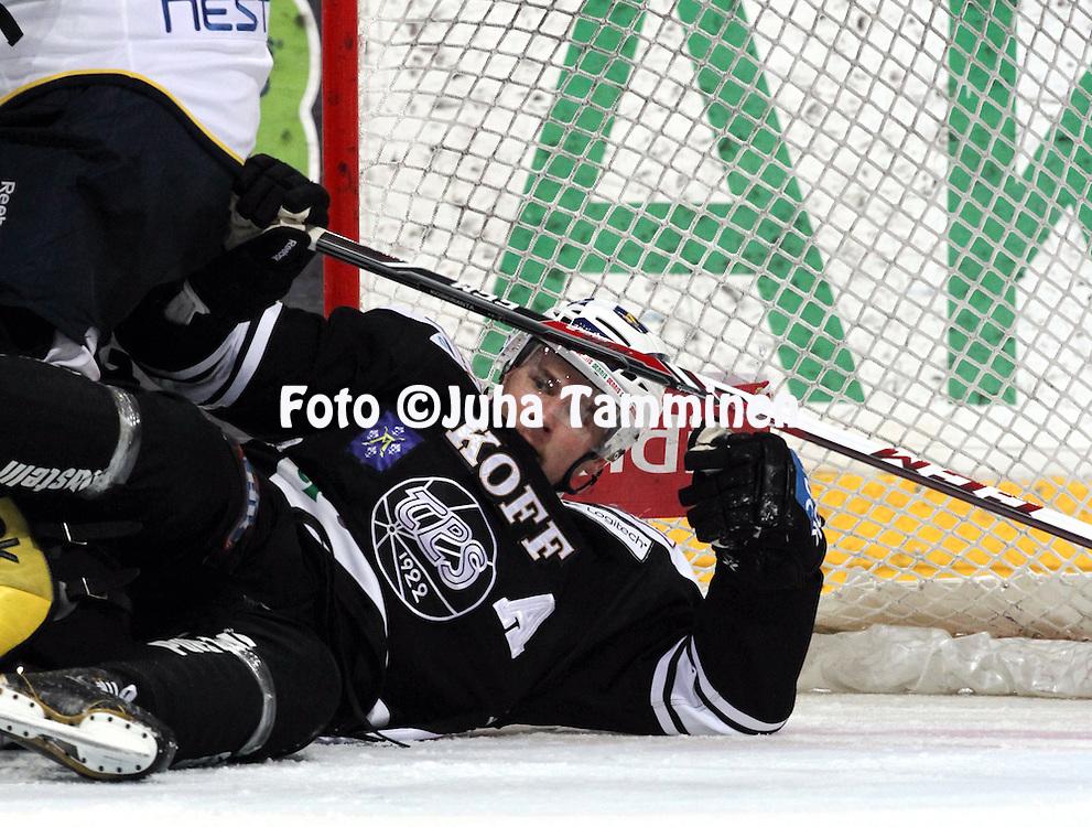 12.10.2013, Turku-halli, Turku.<br /> J&auml;&auml;kiekon SM-liiga 2012-13. TPS - Blues.<br /> Tero Koskiranta - TPS