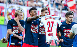 28.05.2017, Red Bull Arena, Salzburg, AUT, 1. FBL, FC Red Bull Salzburg vs Cashpoint SCR Altach, 36. Runde, im Bild Valentino Lazaro (FC Red Bull Salzburg) mit einem trikot von Konrad Laimer (FC Red Bull Salzburg) // during Austrian Football Bundesliga 36th round Match between FC Red Bull Salzburg and Cashpoint SCR Altach at the Red Bull Arena, Salzburg, Austria on 2017/05/28. EXPA Pictures © 2017, PhotoCredit: EXPA/ JFK