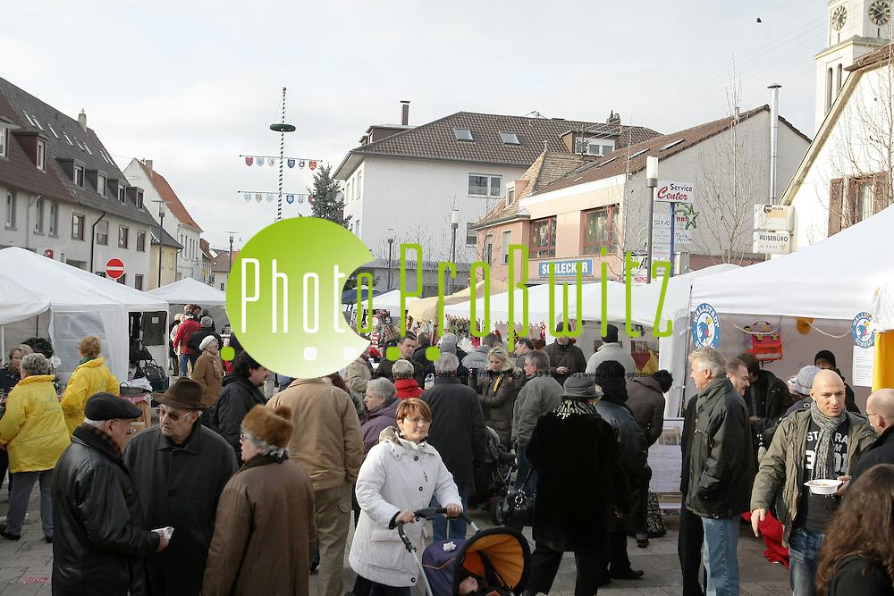 Mannheim. 26.11.2011. Wallstadt. Weihnachtsmarkt<br /> <br /> <br /> Bild: Markus Proflwitz 26NOV11 / masterpress /