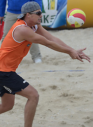 16-08-2014 NED: NK Beachvolleybal 2014, Scheveningen<br /> Tim Oude Elferink (2)