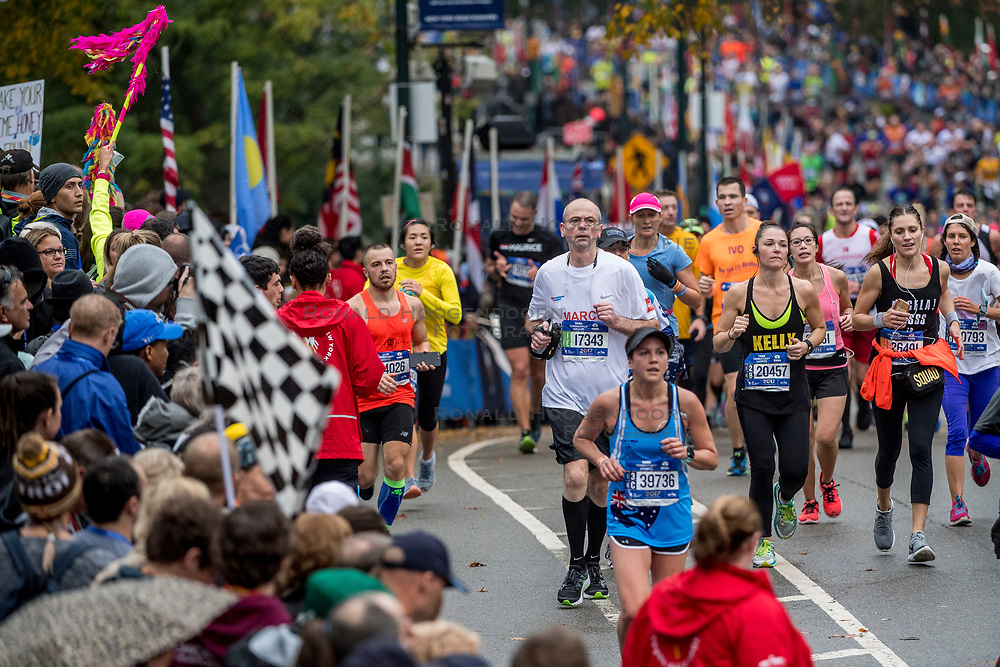 05-11-2017 USA: NYC Marathon We Run 2 Change Diabetes day 3, New York<br /> De dag van de marathon, 42 km en 195 meter door de straten van Staten Island, Brooklyn, Queens, The Bronx en Manhattan / Marco