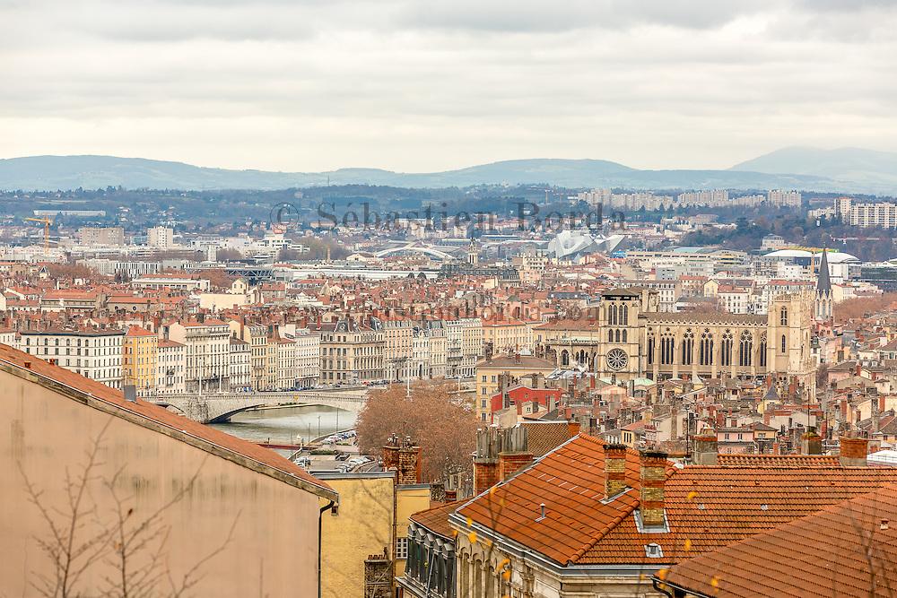 Vue sur Lyon et la basilique Notre-Dame de Fourvière depuis les pentes de la Crois-Rousse  // View of Lyon and Notre-Dame de Fourvière from la Croix-Rousse area