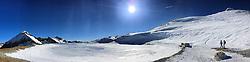27-01-2017 AUT: BvdGF wintersportkamp dag 3, Obertauern<br /> Het 7de jaar wintersportkamp van de BvdGF is verhuisd naar Obertauern. Prachtige pistes, geweldig jeugdhotel en fantastisch weer maakt er weer een onvergetelijk kamp van / Panorama van de Zehnerkarspitze met Ellen en Petra