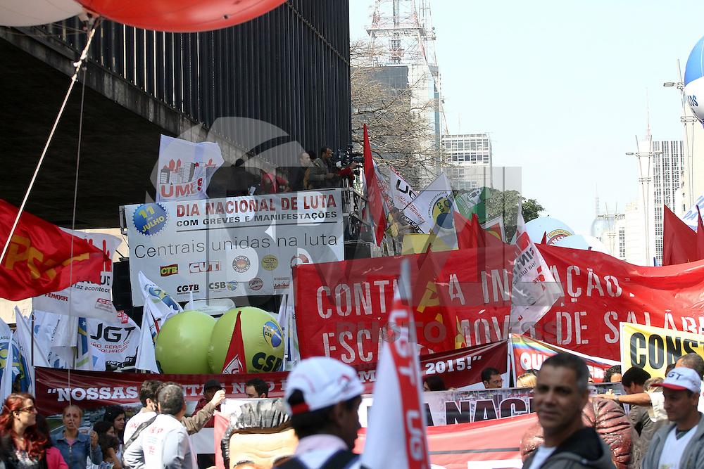 SAO PAULO - SP - 11 DE JULHO DE 2013 - DIA NACIONAL DE LUTA - Manifestantes tomam a Avenida Paulista, em São Paulo, durante o Dia Nacional de Lutas com Greves e Mobilizações, na manhã desta quinta-feira (11). FOTO: MAURICIO CAMARGO / BRAZIL PHOTO PRESS.