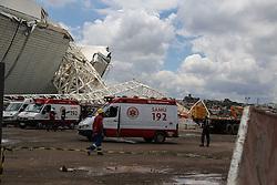 28.11.2013, Itaquerao Stadion, Sao Paulo, BRA, BRA, Itaquerao Stadion zerstoert, beim Bau des WM-Stadions in Sao Paulo ist es zu einem Unfall gekommen. Drei Bauarbeiter starben. Auch die pünktliche Fertigstellung des Stadions ist gefährdet, im Bild 28 11 2013, Itaquerao Stadion, Sao Paulo, BRA, Itaquerao Stadion zerstoert, beim Bau des WM-Stadions, Sao Paulo ist es zu einem Unfall gekommen Drei Bauarbeiter starben Auch die pünktliche Fertigstellung des Stadions ist gefährdet, im Bild EXPA Pictures © 2013, PhotoCredit: #AGENTUR#/ AGENCIAESTADO. EXPA Pictures © 2013, PhotoCredit: EXPA/ Photoshot/ AGENCIAESTADO<br /> <br /> *****ATTENTION - for AUT, SLO, CRO, SRB, BIH, MAZ only*****