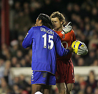Photo: Lee Earle.<br /> Arsenal v Chelsea. The Barclays Premiership. 18/12/2005. Chelsea's Didier Drogba (L) and Jens Lehmann share words