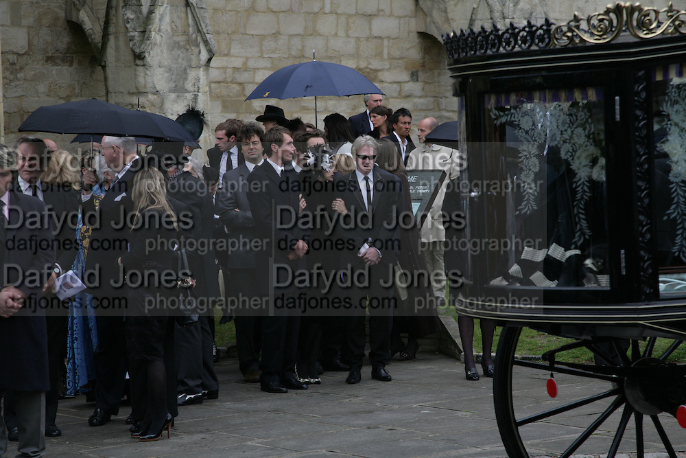 Isaac Ferry, Lucy Ferry and Philip Treacy, Funeral for Isabella Blow. Gloucester Cathedral. 15 May 2007.  -DO NOT ARCHIVE-© Copyright Photograph by Dafydd Jones. 248 Clapham Rd. London SW9 0PZ. Tel 0207 820 0771. www.dafjones.com.