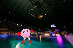 23-08-2009 VOLLEYBAL: WGP FINALS JAPAN - BRAZILIE: TOKYO <br /> Brazilie wint met 3-1 van Japan en zijn de winnaar van de Grand Prix 2009 / Japanse cheerleaders / dansers mascottes openen de wedstrijd<br /> ©2009-WWW.FOTOHOOGENDOORN.NL