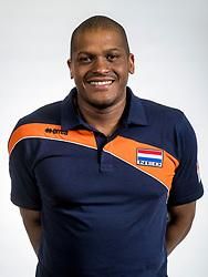 22-05-2017 NED: Nederlands volleybalteam vrouwen, Utrecht<br /> Photoshoot met Oranje vrouwen seizoen 2017 / Gil Ferrer Cutino, 1e assistent-bondscoach