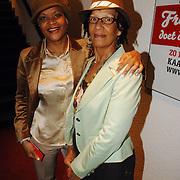 NLD/Rotterdam/20060331 - Premiere Mayumana, ruth Jaccot en haar moeder Lisette Romy-Verwey