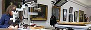 Mannheim. 21.03.17 | BILD- ID 055 |<br /> Kunsthalle. Mannheim. Hinter den Kulissen laufen die Vorbereitungen f&uuml;r die Neubau-Er&ouml;ffnung im Dezember 2017 auf Hochtouren. Bis zum Sommer werden im Restaurierungsatelier der Kunsthalle Mannheim knapp 50 Gem&auml;lde, Skulpturen und Installationen f&uuml;r die unkonventionelle Neuinszenierung &bdquo;Licht an!&ldquo; aufgearbeitet und vorbereitet. <br /> Finanziert werden die dringend notwendigen Restaurierungsarbeitern an bedeutenden Werken der Mannheimer Sammlung nicht nur durch st&auml;dtische Mittel, sondern auch durch das Projekt &bdquo;Bildpaten&ldquo;, das 2009 als Kooperation mit dem F&ouml;rderkreis ins Leben gerufen wurde.<br /> - Henrike Bierbrodt f&uuml;hrt als Restauratorin f&uuml;r Gem&auml;lde und Skulpturen eine Oberfl&auml;chenreinigung durch. Mit dem W&auml;rmespachtel wird die Malschicht gefestigt.<br /> Bild: Markus Prosswitz 21MAR17 / masterpress (Bild ist honorarpflichtig - No Model Release!)