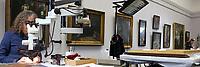 Mannheim. 21.03.17   BILD- ID 055  <br /> Kunsthalle. Mannheim. Hinter den Kulissen laufen die Vorbereitungen f&uuml;r die Neubau-Er&ouml;ffnung im Dezember 2017 auf Hochtouren. Bis zum Sommer werden im Restaurierungsatelier der Kunsthalle Mannheim knapp 50 Gem&auml;lde, Skulpturen und Installationen f&uuml;r die unkonventionelle Neuinszenierung &bdquo;Licht an!&ldquo; aufgearbeitet und vorbereitet. <br /> Finanziert werden die dringend notwendigen Restaurierungsarbeitern an bedeutenden Werken der Mannheimer Sammlung nicht nur durch st&auml;dtische Mittel, sondern auch durch das Projekt &bdquo;Bildpaten&ldquo;, das 2009 als Kooperation mit dem F&ouml;rderkreis ins Leben gerufen wurde.<br /> - Henrike Bierbrodt f&uuml;hrt als Restauratorin f&uuml;r Gem&auml;lde und Skulpturen eine Oberfl&auml;chenreinigung durch. Mit dem W&auml;rmespachtel wird die Malschicht gefestigt.<br /> Bild: Markus Prosswitz 21MAR17 / masterpress (Bild ist honorarpflichtig - No Model Release!)