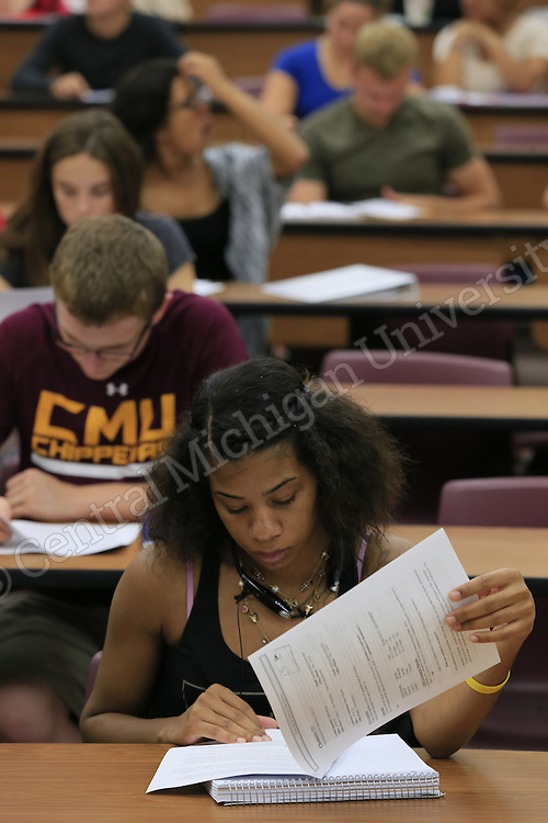 David Moyses teaches Introduction to Chemistry 1, Chemistry 131, in a lecture hall in Dow Hall as fall semester classes begin at Central Michigan University on Monday August 31, 2015. Photos by Steve Jessmore/Central Michigan University