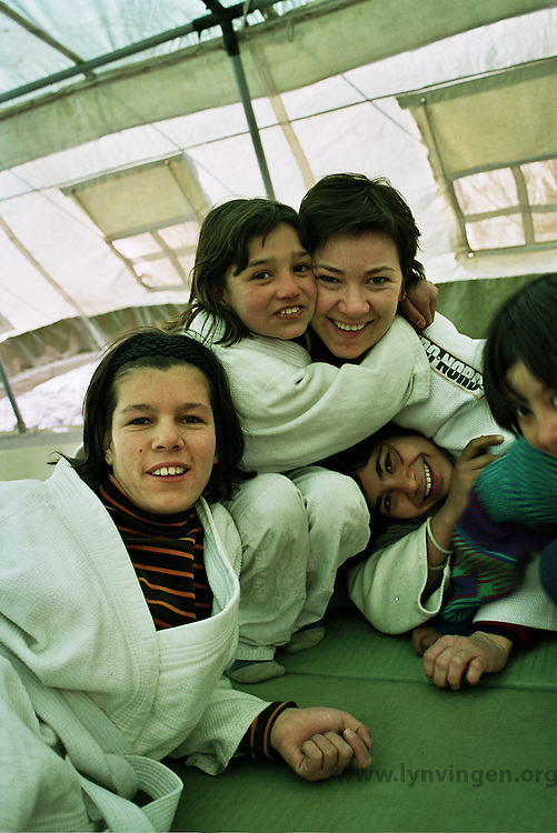 Norwegian judo trainers visiting Kabul, Afghanistan, as a part of tha Judo for fred (Judo for peace) program....- ....Norske judotrenere på besøk i Kabul, Afghanistan, ifm Judo for fred (JFF)....- ....The grils are training judo in a tent borrowed from UN....- ....Jentene trener i et telt som er utlånt fra FN