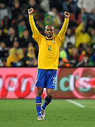 28.06.2010, Ellis Park Stadium, Johannesburg, RSA, FIFA WM 2010, Brazil (BRA) vs Chile. (CHI), im Bild Maicon (Brasile). EXPA Pictures © 2010, PhotoCredit: EXPA/ InsideFoto/ Giorgio Perottino +++ for Austria and Slovenia only +++ / SPORTIDA PHOTO AGENCY