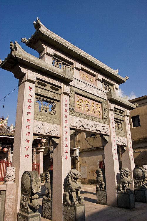 Chiu Liangkung's Mother Memorial Arch on Kinmen, Republic of China ROC (Taiwan). ..Kinmen (Jinmen) formely known as Quemoy. The island lies less than 2km off the coast of China, and in 1949 was turned into a front-line of defense for Taiwan by Chiang Kai-shek and the Chinese nationalist Kuomintang (KMT) in the ongoing war with the communist PRC. The island existed under martial law until 1993. Today, Kinmen is a popular tourist destination and home to a lot of traditional Fujian-style architecture.