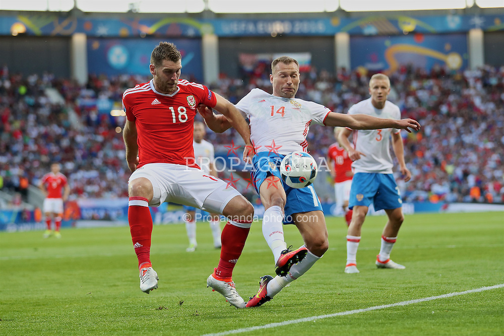 TOULOUSE, FRANCE - Monday, June 20, 2016: Wales' Sam Vokes in action against Russia's captain Vasili Berezutski during the final Group B UEFA Euro 2016 Championship match at Stadium de Toulouse. (Pic by David Rawcliffe/Propaganda)