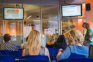 Roma, 03/06/2015: utenti in attesa nella sede INPS di via Amba Aradam