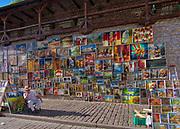 Galeria Obrazów na murze starego miasta przy Bramie Floriańskiej.<br /> Picture Gallery on the wall of the old town at the Florian Gate.
