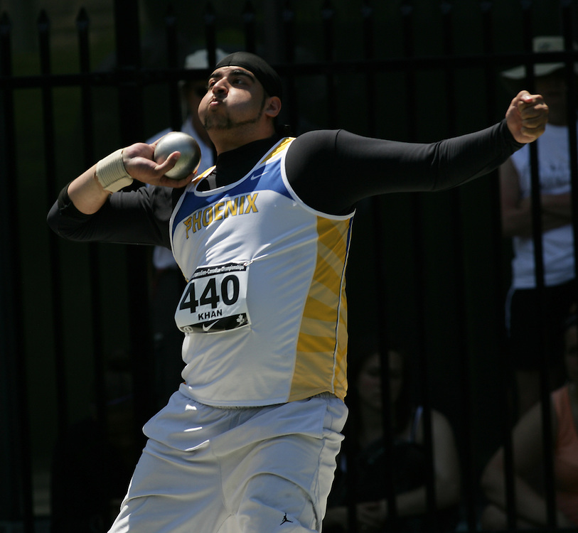 (Toronto, Ontario---27/06/09)   Umar Khan competing in the shot put final at the 2009 Canadian National Track and field Championships. Photograph copyright Sean Burges / Mundo Sport Images, 2009. www.mundosportimages.com / www.msievents.