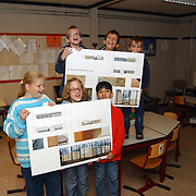 Blinde schoolkinderen met de tekeningen van de nieuwe school voor het Elisabeth Calishuis Visio Huizen