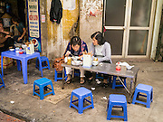 02 APRIL 2012 - HANOI, VIETNAM: Women eat lunch at a street stall in Hanoi, the capital of Vietnam.    PHOTO BY JACK KURTZ