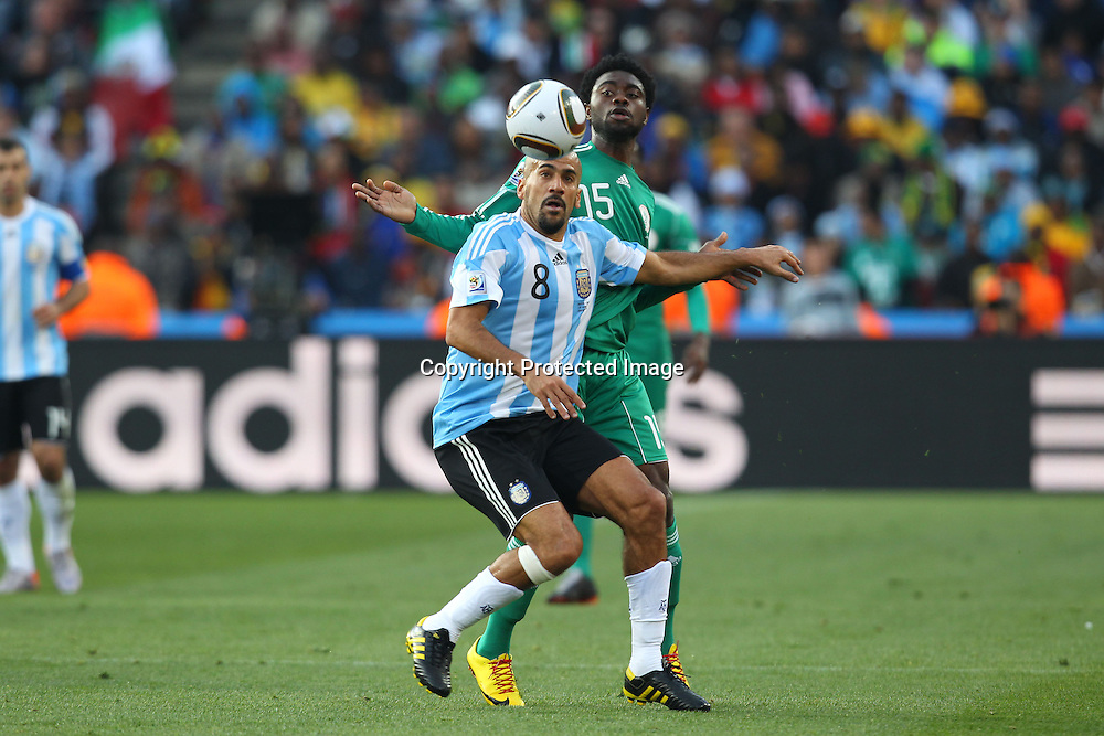 (L-R) Juan Sebastian Veron (ARG), Lukman Haruna (NGR), <br /> JUNE 12, 2010 - Football : <br /> 2010 FIFA World Cup South Africa <br /> Group Match -Group B- <br /> between Argentina 1-0 Nigeria <br /> at Ellis Park Stadium, Johannesburg, South Africa. <br /> (Photo by YUTAKA/AFLO SPORT) [1040]
