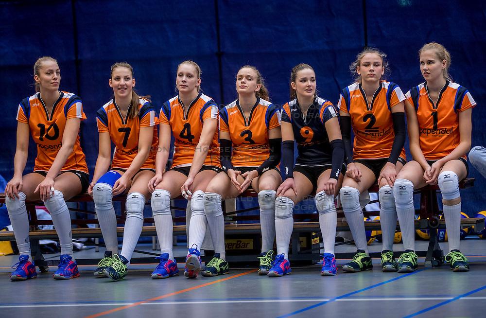 22-10-2016 NED: TT Papendal/Arnhem - Coolen Alterno, Arnhem<br /> Alterno heeft haar eerste overwinning binnen in de eredivisie. Na twee nederlagen schreef de Apeldoornse ploeg zaterdagmiddag in Valkenhuizen een 0-3 zege bij / Team Talenten