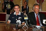 ROMA 29 AGOSTO 2007<br /> BASKETNAZIONALE ITALIANA UOMINI<br /> CONFERENZA STAMPA IN CAMPIDOGLIO DI PRESENTAZIONE DI ITALIA-GRECIA<br /> NELLA FOTO RECALCATI VELTRONI<br /> FOTO CIAMILLO-CASTORIA