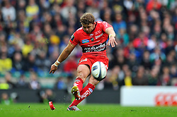 Leigh Halfpenny of Toulon kicks for the posts - Photo mandatory by-line: Patrick Khachfe/JMP - Mobile: 07966 386802 02/05/2015 - SPORT - RUGBY UNION - London - Twickenham Stadium - ASM Clermont Auvergne v RC Toulon - European Rugby Champions Cup Final