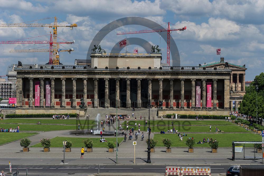 Blick auf das Alte Museum aus dem Humboldt Forum am 03.06.2016 in Berlin, Deutschland. Zu den diesj&auml;hrigen Tagen der offenen Baustelle am 11. und 12. Juni &ouml;ffnet die Stiftung Humboldt Forum im Berliner Schloss unter anderem die Dachterrasse f&uuml;r das Publikum. Foto: Markus Heine / heineimaging<br /> <br /> ------------------------------<br /> <br /> Ver&ouml;ffentlichung nur mit Fotografennennung, sowie gegen Honorar und Belegexemplar.<br /> <br /> Bankverbindung:<br /> IBAN: DE65660908000004437497<br /> BIC CODE: GENODE61BBB<br /> Badische Beamten Bank Karlsruhe<br /> <br /> USt-IdNr: DE291853306<br /> <br /> Please note:<br /> All rights reserved! Don't publish without copyright!<br /> <br /> Stand: 06.2016<br /> <br /> ------------------------------auf der Baustelle des Humboldt Forum am 03.06.2016 in Berlin, Deutschland. Zu den diesj&auml;hrigen Tagen der offenen Baustelle am 11. und 12. Juni &ouml;ffnet die Stiftung Humboldt Forum im Berliner Schloss unter anderem die Dachterrasse f&uuml;r das Publikum. Foto: Markus Heine / heineimaging<br /> <br /> ------------------------------<br /> <br /> Ver&ouml;ffentlichung nur mit Fotografennennung, sowie gegen Honorar und Belegexemplar.<br /> <br /> Bankverbindung:<br /> IBAN: DE65660908000004437497<br /> BIC CODE: GENODE61BBB<br /> Badische Beamten Bank Karlsruhe<br /> <br /> USt-IdNr: DE291853306<br /> <br /> Please note:<br /> All rights reserved! Don't publish without copyright!<br /> <br /> Stand: 06.2016<br /> <br /> ------------------------------