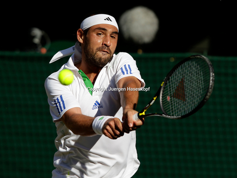 Wimbledon Championships 2011, AELTC,London,.ITF Grand Slam Tennis Tournament, Marcos Baghdatis (CYP) ,Einzelbild,Aktion,Halbkoerper,Querformat