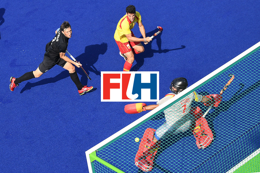 New Zealand's Simon Child (L) scores a goal past Spain's goalkeeper Quico Cortes during the men's field hockey New Zeland vs Spain match of the Rio 2016 Olympics Games at the Olympic Hockey Centre in Rio de Janeiro on August, 9 2016. / AFP / MANAN VATSYAYANA        (Photo credit should read MANAN VATSYAYANA/AFP/Getty Images)