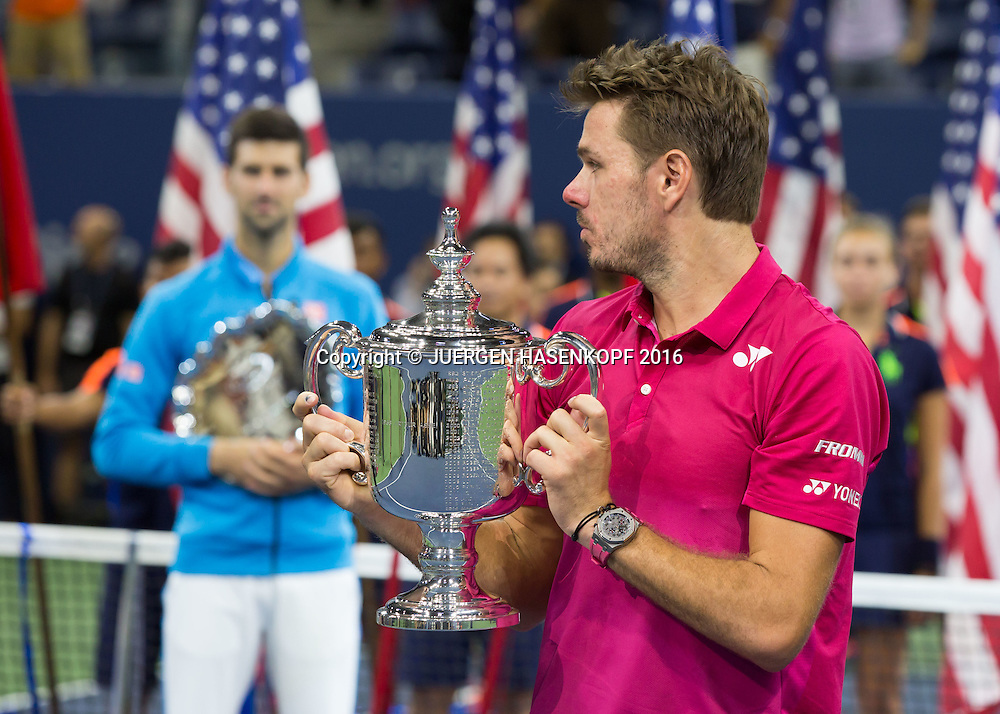 STAN WAWRINKA (SUI)  mit Pokal, Siegerehrung, Praesntation, Herren Finale, Finalist Novak Djokovic steht im Hintergrund,<br /> <br /> Tennis - US Open 2016 - Grand Slam ITF / ATP / WTA -  USTA Billie Jean King National Tennis Center - New York - New York - USA  - 11 September 2016.