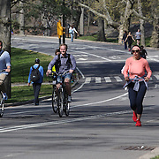 Cyclists and runners exercise around Central Park during a warm spring day in Central Park, Manhattan, New York, USA. Photo Tim Clayton
