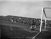 18/3/1953<br /> 3/18/1953<br /> 18 March 1953 <br /> Soccer, football: Limerick v Longford replay at Dalymount Park, Dublin.