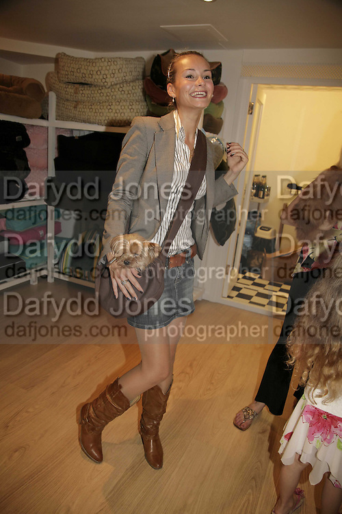 Nathalie Rydstrom and 'Twiggy' Opening of The Mutz Nutz; Westbourne Park Rd. London. 23 August 2006.  ONE TIME USE ONLY - DO NOT ARCHIVE  © Copyright Photograph by Dafydd Jones 66 Stockwell Park Rd. London SW9 0DA Tel 020 7733 0108 www.dafjones.com