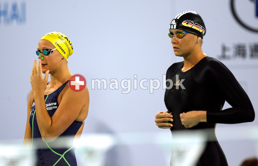 Tayliah ZIMMER (L) of Australia and Janine PIETSCH (R) of Germany prepare them self before the start in the women's 100m Backstroke Final during day two of the 8th FINA World Swimming Championships (25m) at Qi Zhong Stadium April 6th, 2006 in Shanghai, China. (Photo by Patrick B. Kraemer / MAGICPBK)
