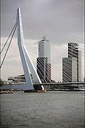 Nederland, Rotterdam, 16-4-2010De Erasmusbrug en hoogbouw, kantoren op de Kop van Zuid.Foto: Flip Franssen/Hollandse Hoogte